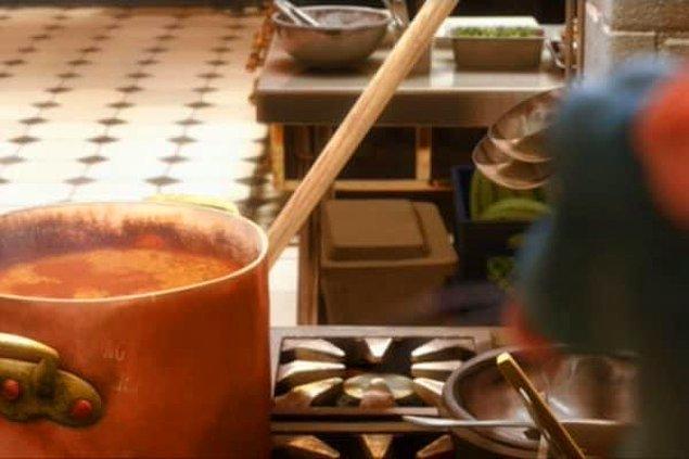 15. Ratatouille filminde Mickey Mouse yansımasını bu sefer çorbada görüyoruz!