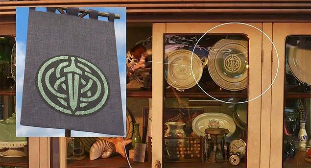 34. Toy Story 4 filmindeki antika dükkanında, Cesur filminin Merida'nın oymağının simgesi yer alıyor.
