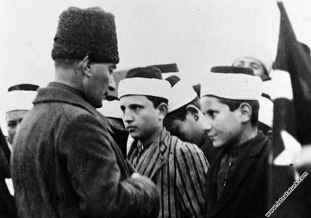 """Şöyle der Atatürk: """"Her fert dinini, diyanetini, imanını öğrenmek için bir yere muhtaçtır. Orası da mekteptir."""" MEB ise imam-hatip okullarının açılış amacını şöyle açıklar:"""