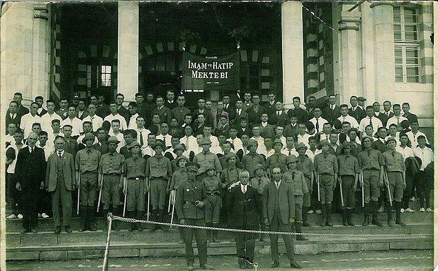 Ve böylece 1924'te 29 ilde okullar faaliyete geçer. Bu okullardaki öğrenci sayısı 2258, öğretmen sayısı ise 300'dür. Ve bu 29 okul şu il ve ilçelerde açılır: