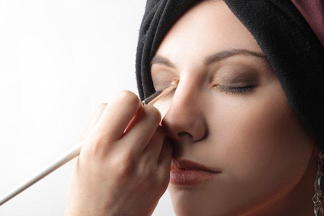 3. Gözler mikrop kapabilir.