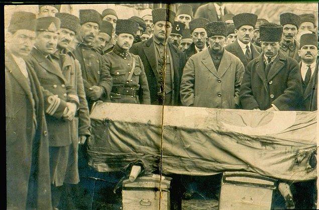 Birçok savaşta askerleri komuta etmiş, 13 yara almış ama buna rağmen yıkılmamış. Ancak mecliste bir kurşuna yenik düşerek hayatını kaybetmiş.