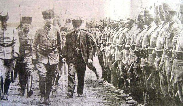 Doğu Cephesi'nin ardından Batı Cephesi'ne geçen Halit Paşa, Sakarya Meydan Muharebesi ve Büyük Taarruz'da da başarısından söz ettirmiş.
