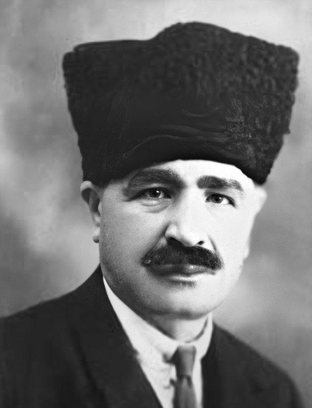 Sözü edilen kanunun istediği gibi çıkmaması üzerine Deli Halit Paşa, meclis koridorunda birkaç milletvekiliyle tartışmış.