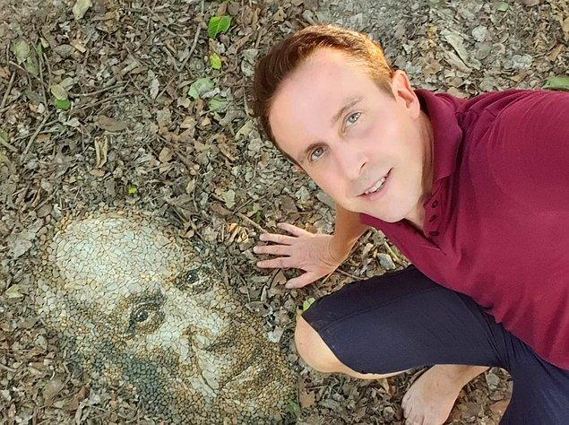 Çakıl taşları, kayalar ve taşlar kullanarak muhteşem sanat eserleri ortaya çıkaran İngiliz sanatçı Justin Bateman, insan portreleri başta olmak üzere pek çok eser yaratıyor.