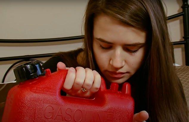 Benzin içme alışkanlığının oldukça ciddi olduğunu anlatan Shannon, her sabah kalkar kalkmaz bir bardak benzin içtiğini söylüyor.