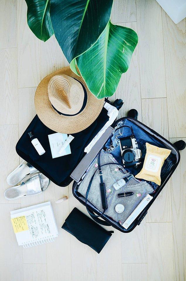 4. Kıyafetlerinizi kabin valizinize koyabilirsiniz ancak ikinci güvenlik kapısından geçerken çıkarmanız gereken eşyaları en üste koyun.