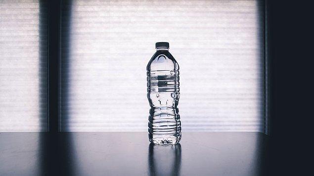 8. Yanınızda boş bir şişe getirin ve ikinci güvenlik noktasından sonra doldurun.