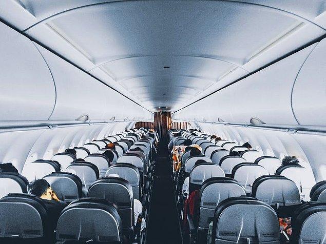 13. Eğer uçak içindeki baş üstü dolapları dolu gözüküyorsa, valizinizi koltuğunuzdan daha önde bulunan ilk bulduğunuz boş yere koyun.