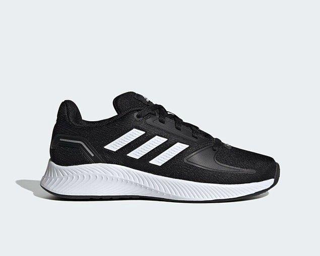 16. Adidas spor ayakkabı tükenmeden alın!