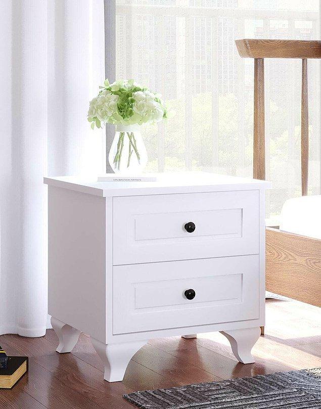 8. Yatak odanızı yenileyeceksiniz bir komodin de şart.