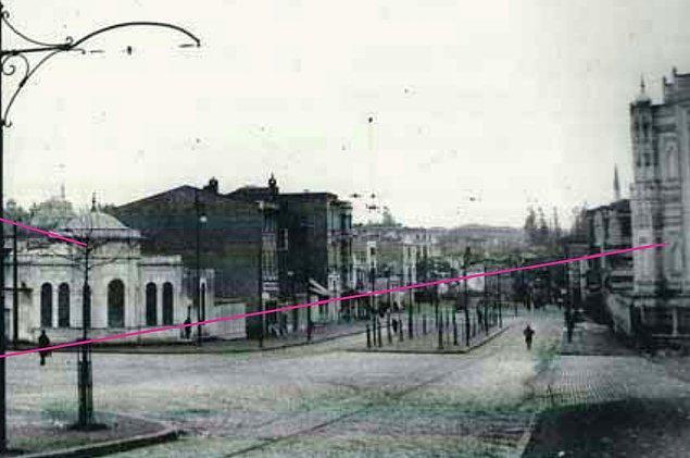Pertevniyal Valide Sultan Camii (1869) her ne kadar günümüze taşındıysa da camiye ait sebil, meydan gibi birçok şey ortadan kaldırılır.