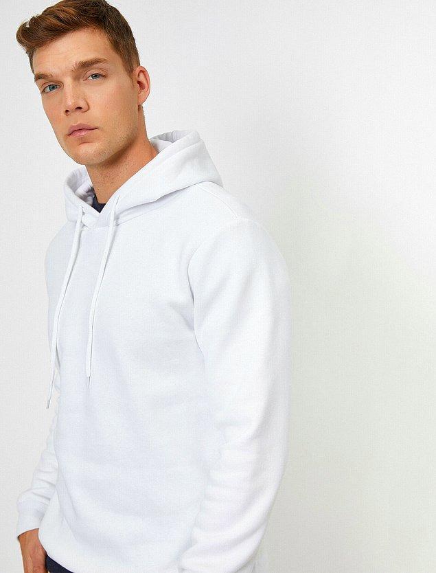 19. Koton beyaz sweatshirt, erkekler için sade ama çok şık bir tercih olacaktır.