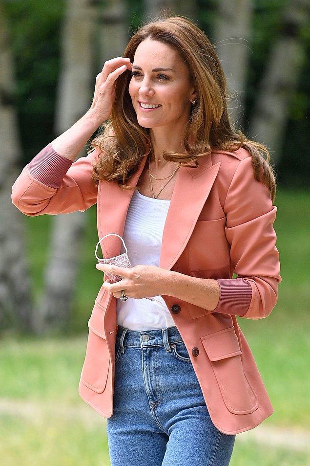 5. Kate Middleton isminin moda sayfalarında çokça anılmasının en büyük nedenidir bu ceketler...