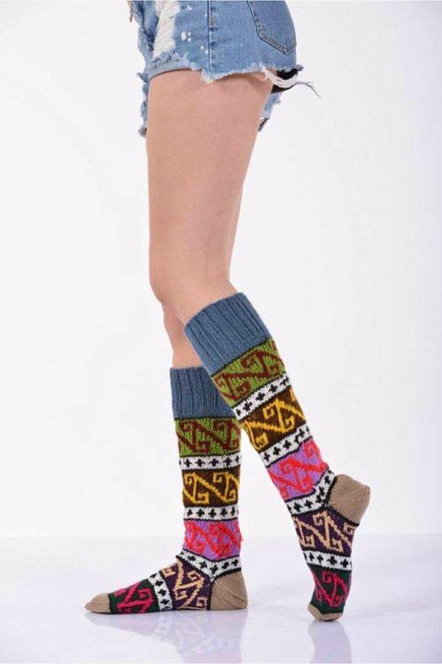 1. Hazır kış yaklaşıyorken bu renkli yün çoraba mutlaka bir şans vermelisin.