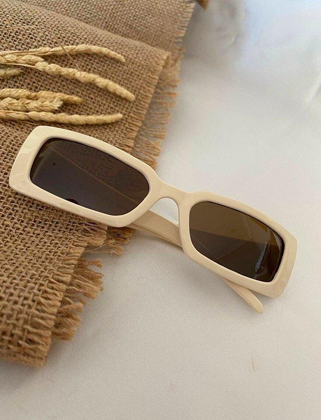 9. Bej kombinlerinizi tamamlayacak dikdörtgen gözlükler için;