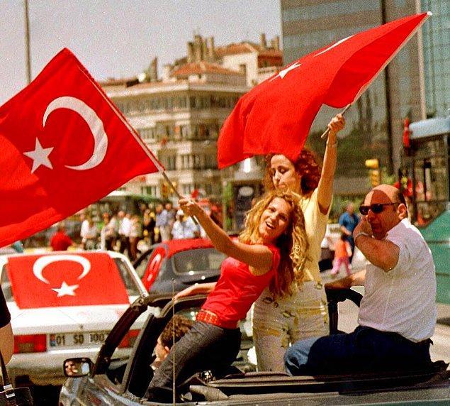 16. Dünya kupasında 2.lik kutlamaları, İstanbul, 2002.