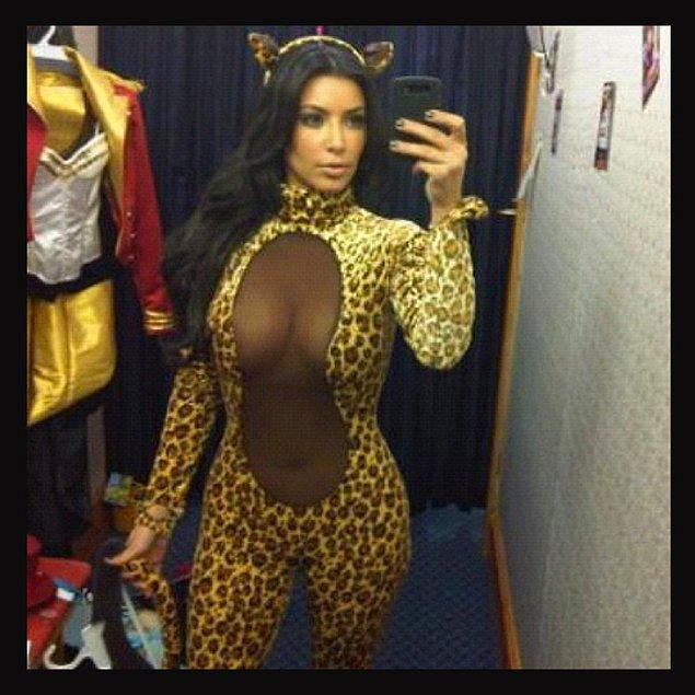 Magazin dünyasının en tuhaf figürlerinden biri çok net bir şekilde Kardashian ailesinden Kim Hanım. Skandal olsun, gelsin evimde patlasın diye diye bir ömür geçiriyor.