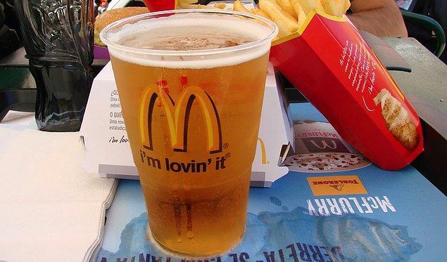 """4. """"İspanya'daki McDonalds'da bira satıldığını gördüğüm anı unutamıyorum."""""""