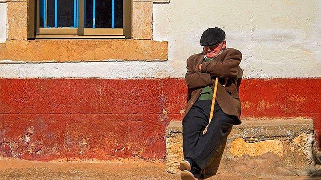 """10. """"İspanya'da 'siesta' adı verilen dinlenme saatini herkesin bu kadar ciddiye aldığını bilmiyordum. Günün ortasında tüm dükkanlar ve iş yerleri kepenkleri kapatıyor, kafelerde tek bir insan kalmıyor!"""""""