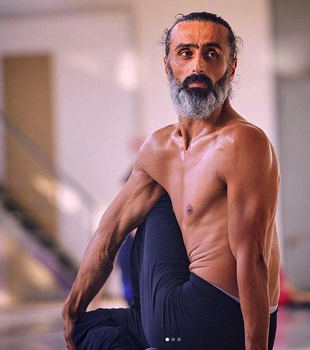 """Muhteşem vücut kontrolü sebebiyle çoğu otoritenin takdirini toplayan ve Avusturya'da """"En İyi Erkek Dansçı"""" ödülünü alan Ziya Azazi, bizde """"Çıplak Semazen"""" olarak tanımlandı bugün."""