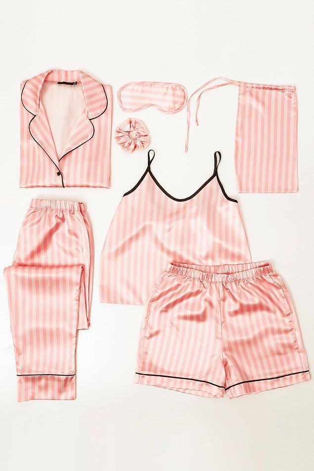 2. İlk bakışta ünlü iç çamaşırı markası Victoria's Secret'ı andıran bu saten pijama takımının kalitesine ve fiyatına inanamayacaksınız.