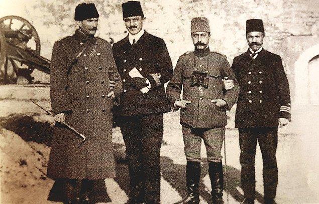 Ankara yönetimi İstiklal Harbi boyunca İngiltere ile uzlaşmaya çalışır ve basitçe Türkiye'nin onurlu ve bağımsızlığına dayalı bir barış istediğini ifade eder.
