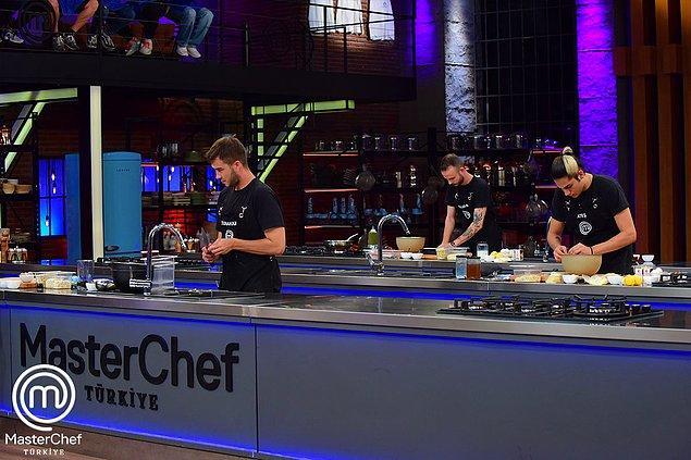 İkinci etapta ise Mehmet Şef'in imza yemeği olan Gece Gibi Siyah yemeğini en kötü yapan yarışmacı olan Tunahan yarışmaya veda etti.