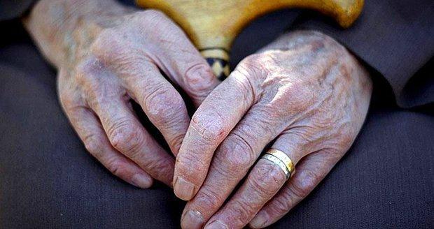 Yaşlılık Aylığı Nedir? 65 Yaş Aylığı Kimlere Verilir?