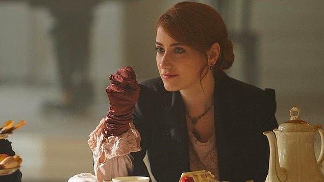 """Sinema filminin ardından Netflix yapımı """"Pera Palas'ta Gece Yarısı"""" isimli dizide başrolü üstlendi."""