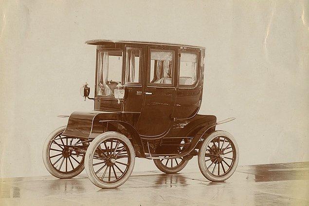 8. 1900'lü yıllarda elektrikli arabalar oldukça popülerdi ve hatta New York'un bir elektrikli taksi filosu vardı.