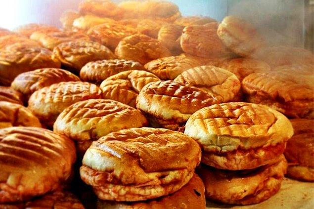 12. İlk ısırıkla ağzını yakan sonrasında tadı damağınızdan uzun süre gitmeyecek Taksim'in ıslak hamburgeri.