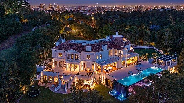 Los Angeles'ın Bel Air bölgesindeki bu ev, yaklaşık 6 buçuk kilometrelik bir alan üzerine kurulmuş adeta bir saray.