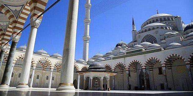 Cuma Namazı Saat Kaçta? İstanbul, Ankara, İzmir Cuma Namazı Ne Zaman?