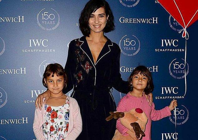 Tuba Büyüküstün ve 2017 yılında boşandığı eşi Onur Saylak, bütün şöhretlerine rağmen kızlarını göz önünde büyütme taraftarı değil. Ama gizlemiyorlar da!