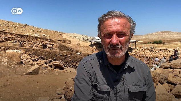 Kazı çalışmalarının başkanı Prof. Dr. Necmi Karul'a göre, Karahantepe'de kazıların başlatılmasının ana nedeni Göbeklitepe'nin değerinin anlaşılması oldu.