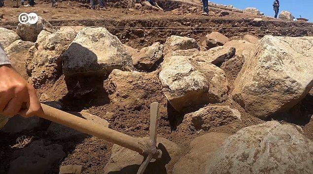 Araştırmalardan çıkan sonuçlara göre Karahantepe kalıntıları, Göbeklitepe'ye göre günümüze 200 veya 300 yıl daha yakın!