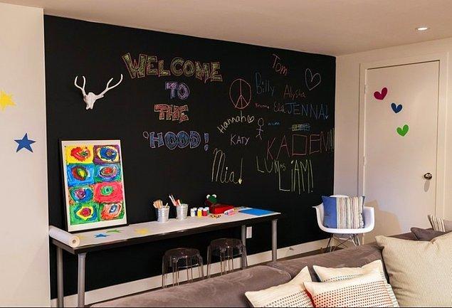 6. Kara tahta boyasıyla evinizde terapi ve yaratıcılık alanı oluşturabilirsiniz.
