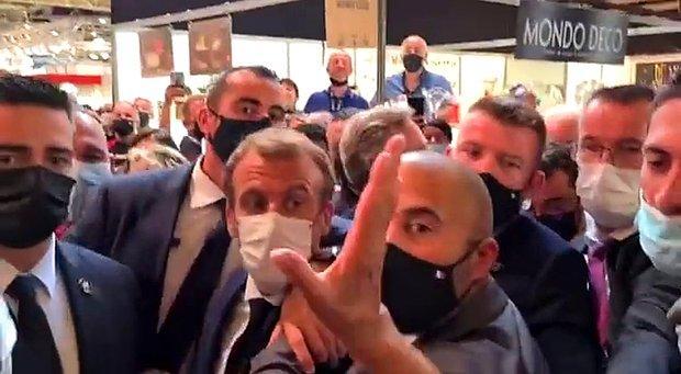 Fransa Cumhurbaşkanı Macron'a Bu Kez Yumurta Fırlatıldı