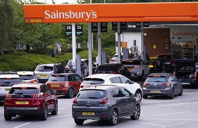 İngiltere Ulaştırma Bakanı Grant Shapps geçtiğimiz gün nakliye araçları için sürücü bulamadıklarını fakat halkın korkması gereken bir durum olmadığını dile getirdi.