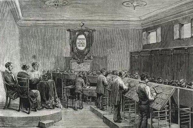 Eğitimini tamamladığı 1870'lerin Barselonası artık iyiden iyiye sanatın merkezi olmuştu. Tekstil endüstrisinin gelişimiyle birlikte orta sınıfın güçlendiği; gösterişin, şehirleşmesinin ve ihtişamın arttığı dönemde Gaudi'nin süslemeyi merkezine aldığı mimarlık yeteneğiyle sivrilmesi de zor olmadı.