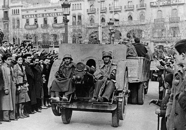 Şöhreti yaşamı boyunca uluslararası arenada büyüse de Gaudi'nin mirası ölümünden sonra azalmaya başlandı. Barselona şehri için tarihe kara bir leke olarak geçen İspanya İç Savaşı (1936-39) sırasında Sagrada Familia'daki atölyesi kundaklandı ve mimarın çoğu çizim ve modelleri kayboldu.