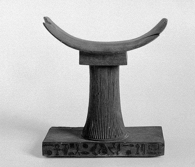 5. Eski Mısırlılar uyurken tahta ya da taştan yastıklar kullanıyordu.
