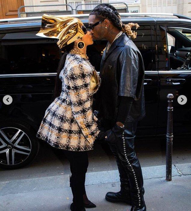 Bu kez kameralar karşısına çıktığında eşi Offset de Prada kıyafetler içerisinde yanındaydı.