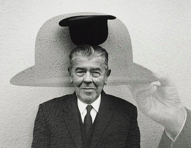 Magritte'in resimlerinde sıklıkla görülen melon şapkalı adamlar yıllar sonra kendi portreleri olarak yorumlandı. Bu, Magritte'in resimlerinde otobiyografik bir içeriğe işaret ediyor olsa da daha çok onun ilhamının sıradan kaynaklarını açıklıyor. Gizemi uzaklarda aramamıza gerek olmadığına, onun gündelik yaşamımızda karşımızda olduğuna dair en net mesaj.
