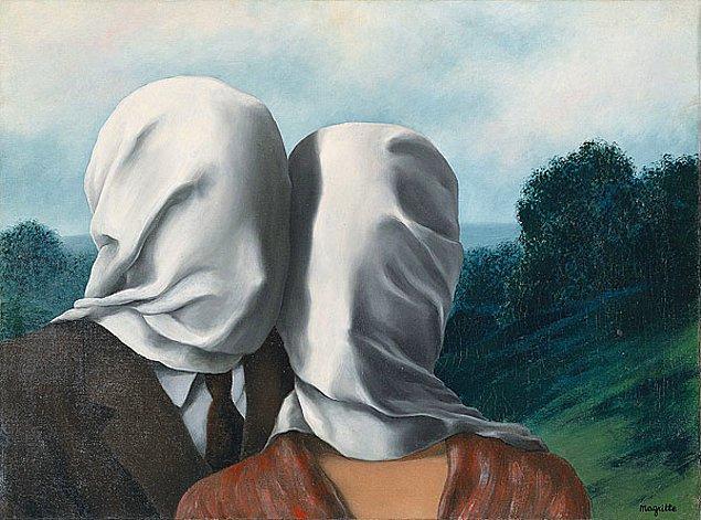 Magritte, henüz 14'ünde annesinin cesedinin sudan çıkartılışının en yakın tanığı oldu. Annesinin cesedinin suyun üzerinde yüzüşünün ressamın 1927-1928 yıllarında çizdiği Les Amants serisine ilham kaynağı olduğu iddia edildi. Ancak Magritte bu açıklamadan hiç hoşlanmadı.