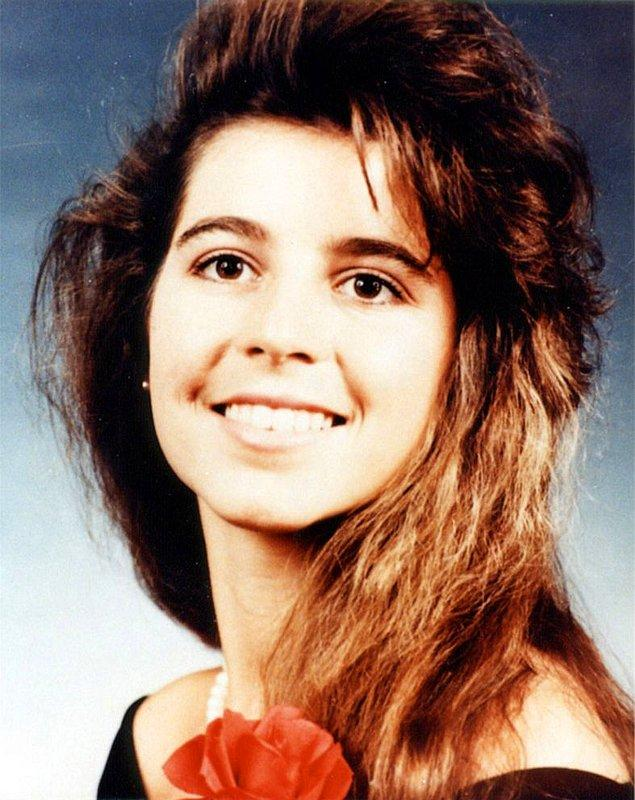 Christina'ya tecavüz etmeden, bıçaklamadan ve öldürmeden önce onu oral seks yapmaya zorladı.