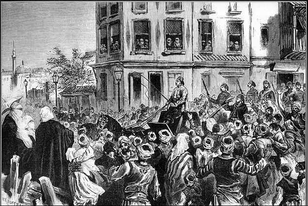 12-13 Mart 1878'de ise Paşa, Petersburg'a kendisi için gelen Mareşal Rauf Paşa ile İstanbul'a döner. Büyük bir heyet ile başkente giren Gazi Osman Paşa, muhteşem bir tören ile karşılanır.