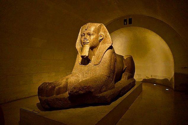 10. Antik Mısır'ın kedilere taptığını ve onlara saygı duyduklarını hepimiz biliyoruz. Bu kutsal varlıklara saygı duymayanlara, kedilere zarar verenlere idam dahil çok ağır cezalar verildiği bilinir.