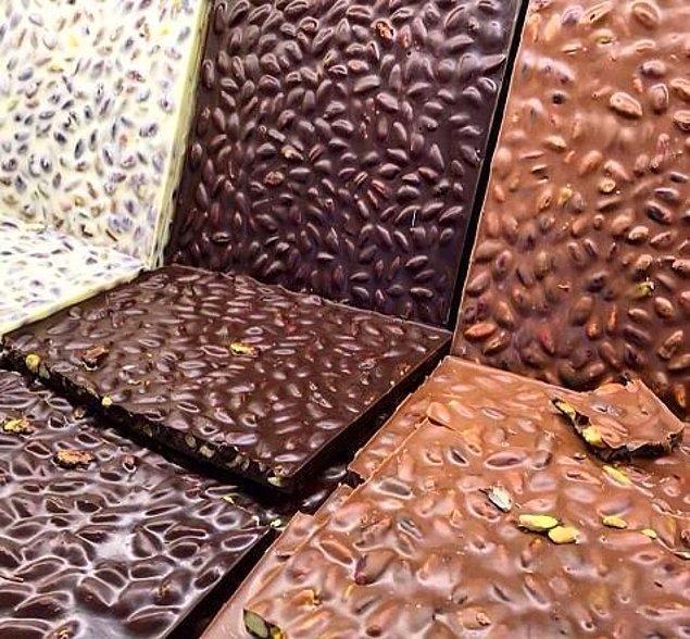 32. Çikolataya doymak isteyenlere Tarihi Beyoğlu Çikolatacısı…